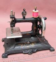 German Muller #12 Cast Iron Toy Sewing Machine / TSM