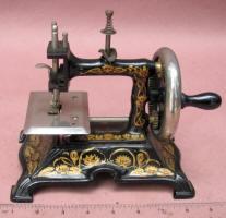German Muller #15 Cast Iron Toy Sewing Machine / TSM