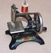 Mueller 10 Toy Sewing Machine