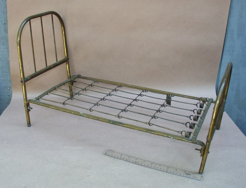 Antique Iron Metal Trundle Bed Youth/Twin w/springs Images ...