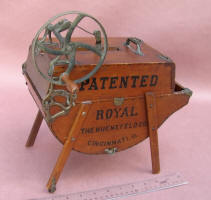Salesman Sample Royal Washing Machine by Huenefeld Co. of Cincinnati OH
