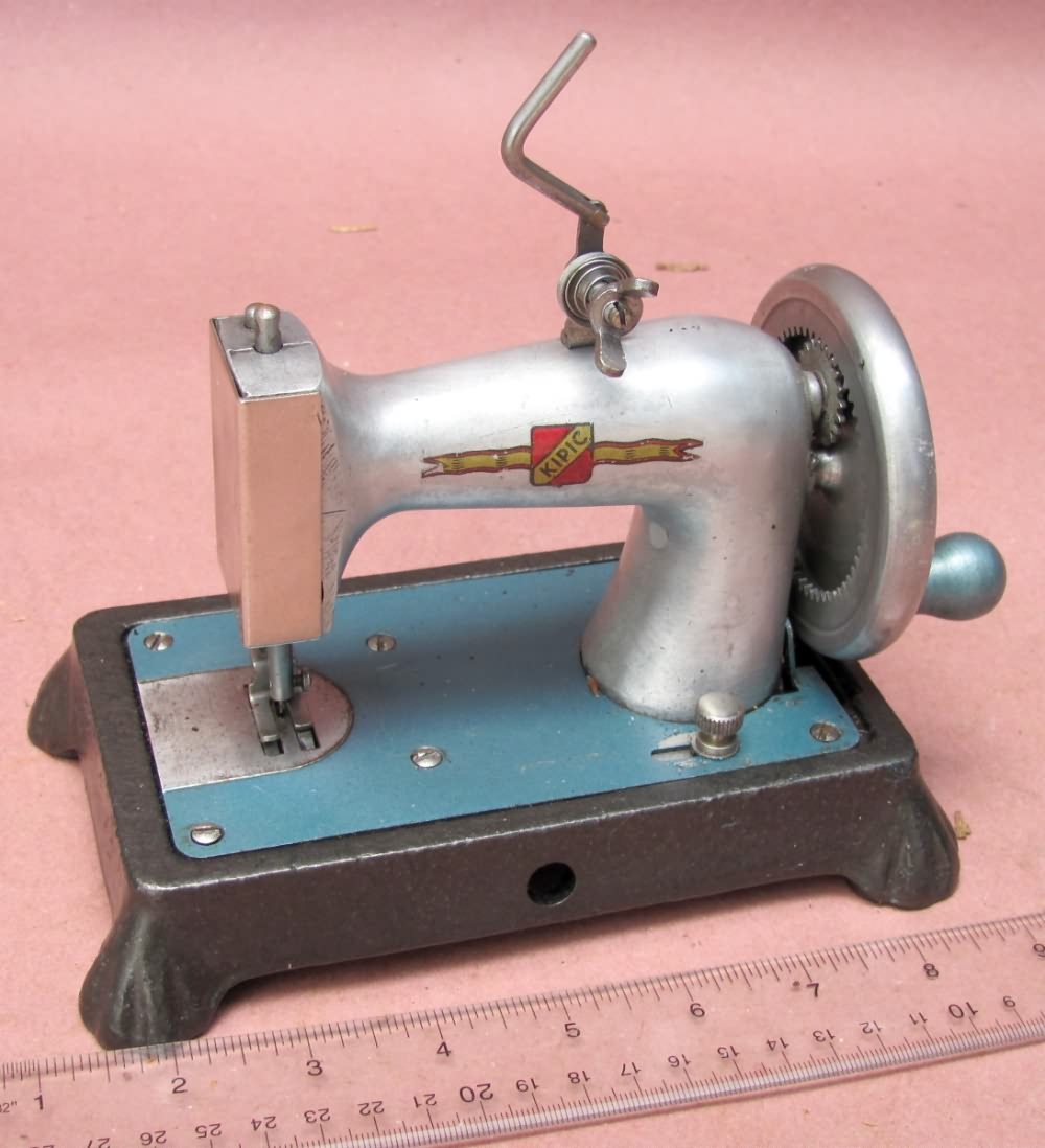 www AntiqBuyer com TSM / Toy Sewing Machines Past Sales Archive