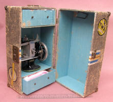 Singer Sewing Machine w/ Travel Trunk / Suitcase