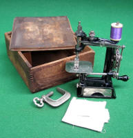 Little Comfort Chain Drive Cast Iron Toy Sewing Machine / TSM