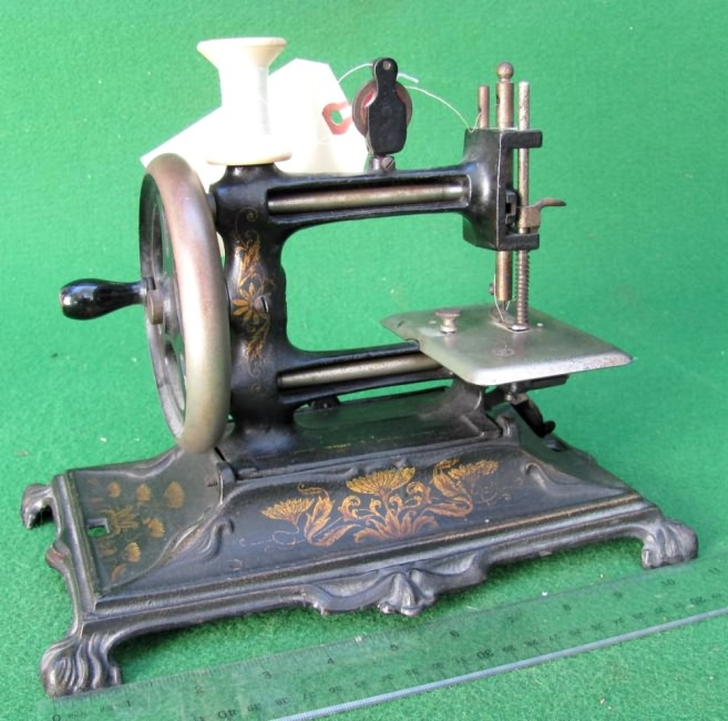 Cast Iron German Toy Sewing Machines Adorable Muller Sewing Machine