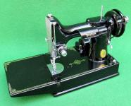 1948 Black Singer Featherweight 221 Sewing Machine (AH575540)