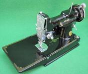 1934 Black Singer Featherweight 221 Sewing Machine (AD784100)