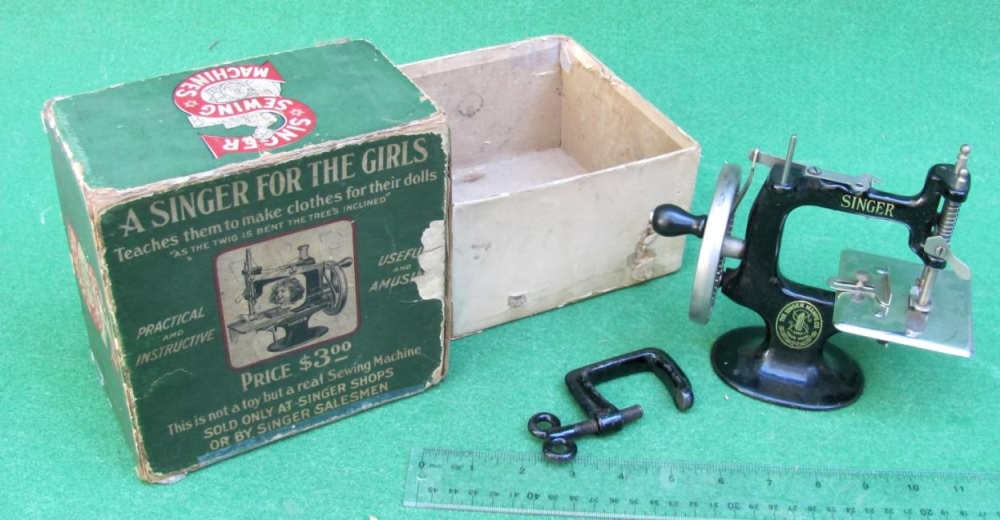 Meeker's WwwAntiqBuyer Past Sales Archive Antique Singer Toy Cool Singer 20 Sewing Machine