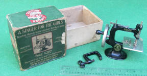 First Model 4 Spoke Model 20 Singer TSM / Toy Sewing Machine in Original Box
