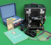 1938 Black Singer Featherweight 221 SAN FRANCISCO GOLDEN GATE EXPOSITION Sewing Machine (AF070713)