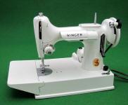1964 White Singer Featherweight 221K Sewing Machine (EV952583)