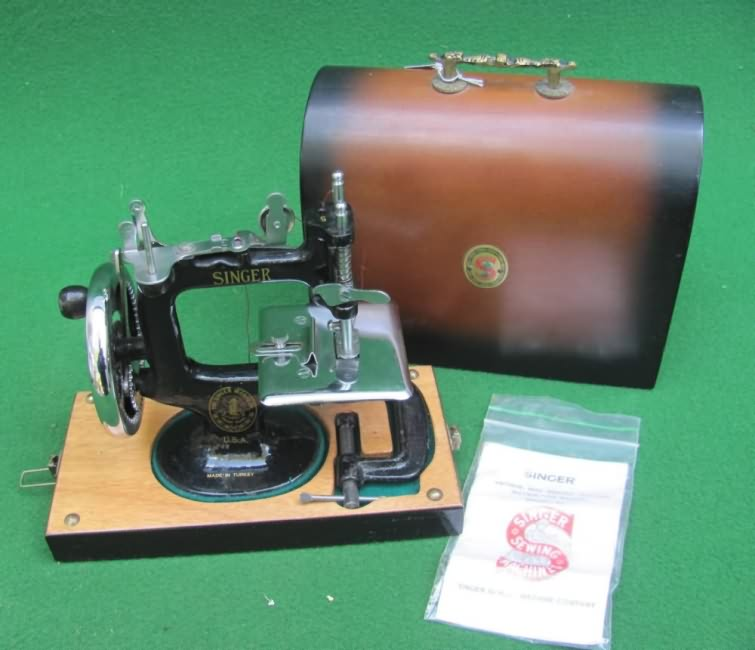 Meeker's WwwAntiqBuyer Past Sales Archive Antique Singer Toy Best Singer 20 Sewing Machine