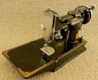 1934 Black Singer Featherweight 221 Sewing Machine (AD787598)