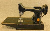 """1961 Black Singer Featherweight """"Red S"""" 221K Sewing Machine (ES247939)"""