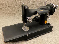 "Super Rare 1939 ""Crinkle Finish"" Black Singer 221 Featherweight Sewing Machine (AF387779)"
