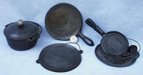 Favorite Piqua Ware Salesman Sample / Toy Cookware Set