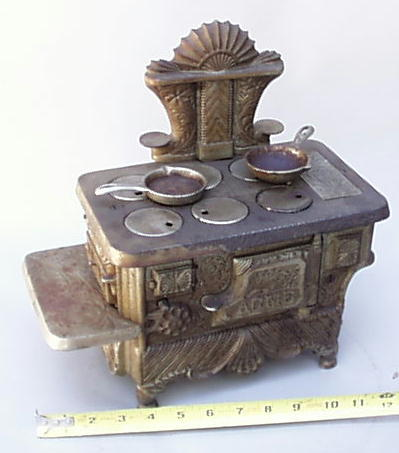 www.AntiqBuyer.com Salesman Sample & Toy Stoves