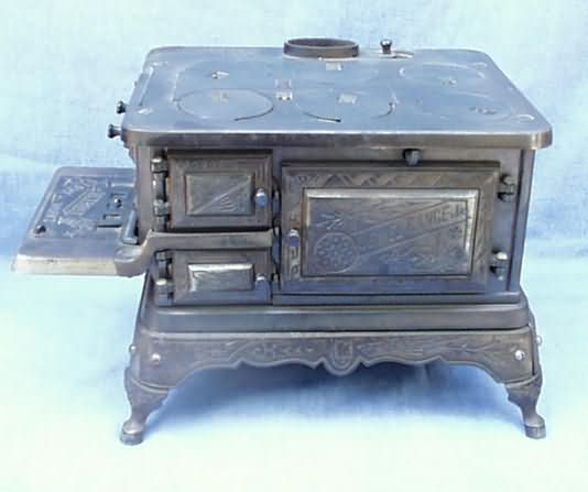 Be Detroit Stove Works Toy Stove - Www.AntiqBuyer.com Salesman Sample & Toy Stoves