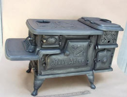 McClary Saleseman Sample / Toy Cookstove