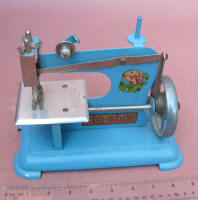 Piq-Bien French Toy Sewing Machine / TSM