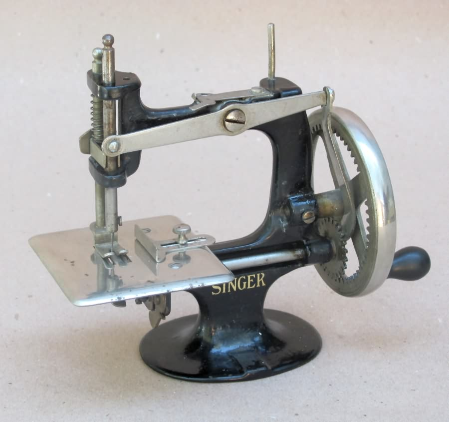 Meeker's WwwAntiqBuyer Past Sales Archive Antique Singer Toy Delectable Miniature Singer Sewing Machine