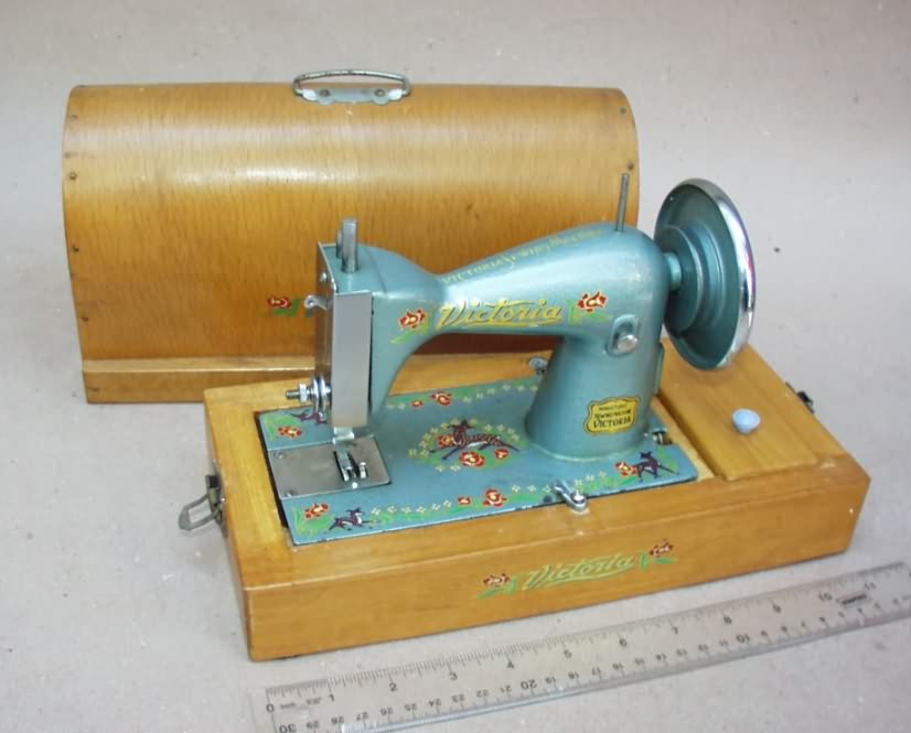 Quiltville's Home for Vintage Sewing Machines