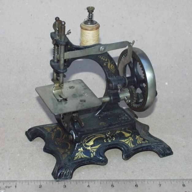 Cast Iron German Toy Sewing Machines Magnificent Muller Sewing Machine