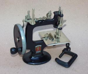 Peter Pan TSM / Toy Sewing Machine