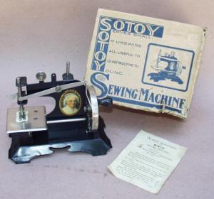 Martha Washington Sotoy TSM / Toy Sewing Machine
