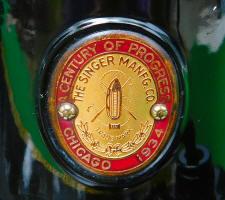 "1933 Black Singer Featherweight 221""CHICAGO CENTURY OF PROGRESS""Sewing Machine (AD545373)"