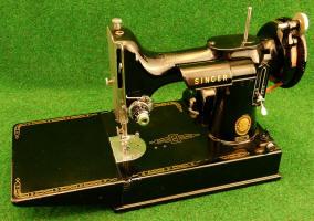 1955 Black Singer Featherweight 221 Sewing Machine (AM141534)