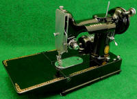 1955 Black Singer Featherweight 222K FreeArm Sewing Machine---US Voltage (EK637377)
