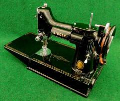 1955 Black Singer Featherweight 221 Sewing Machine (AM152141)