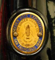 1939 Black Singer Featherweight 221 SAN FRANCISCO GOLDEN GATE EXPOSITION Sewing Machine (AF377783)