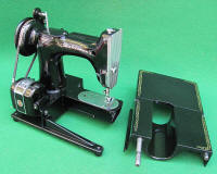 1960 Singer Featherweight 222 Freearm Sewing Machine