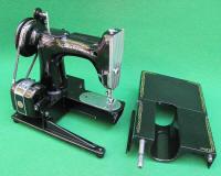 1960 Singer Featherweight 222 Freearm Sewing Machine