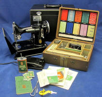 "1938 Black Singer Featherweight 221 ""SAN FRANCISCO GOLDEN GATE EXPOSITION"" Sewing Machine (AE987553)"