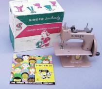 Singer Toy Sewing Machine TSM